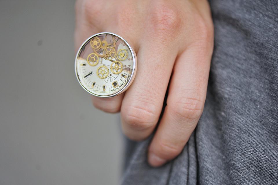 pierścionek-z-części-zegarka