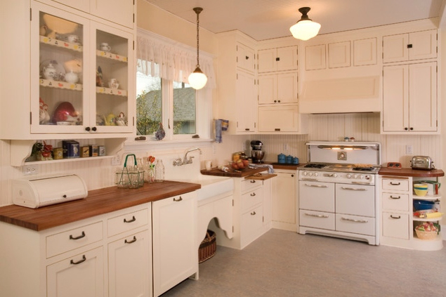 Bia a kuchnia z drewnianym blatem pomys y shiny syl blog for Ideas to redo old kitchen cabinets