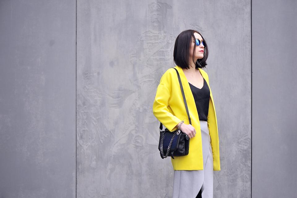 yellow-coat-street-fashion