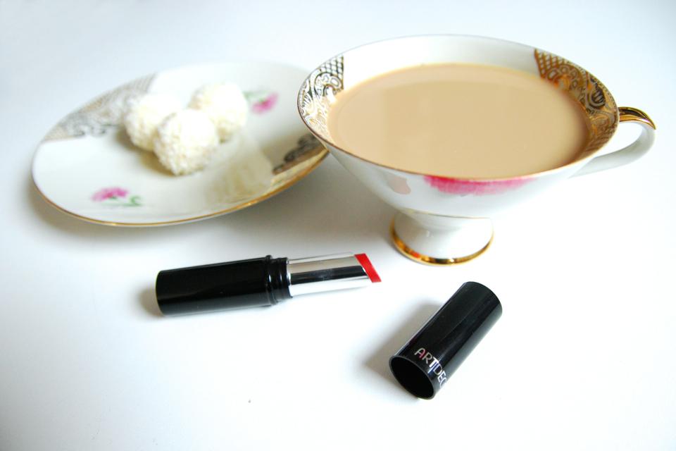 triki-makijażowe-usta