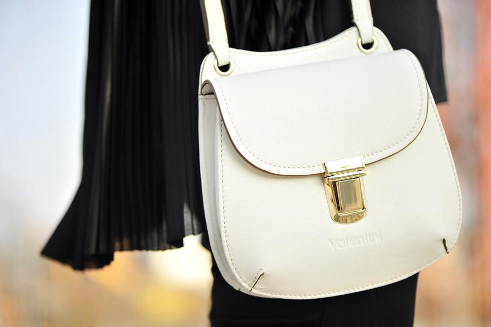 biała-torebka