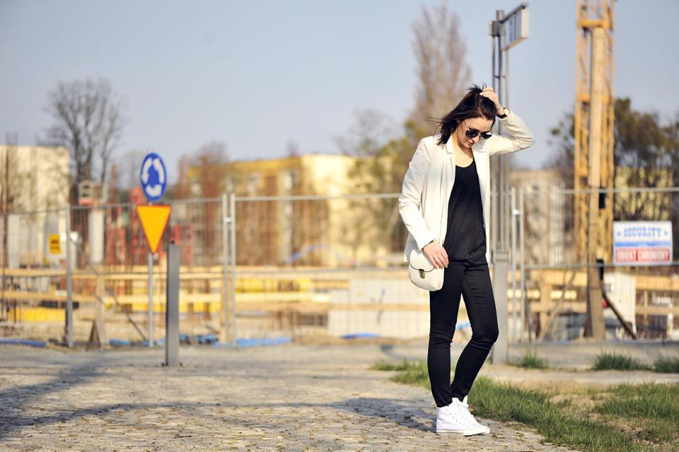 white-sneakers-street-fashion