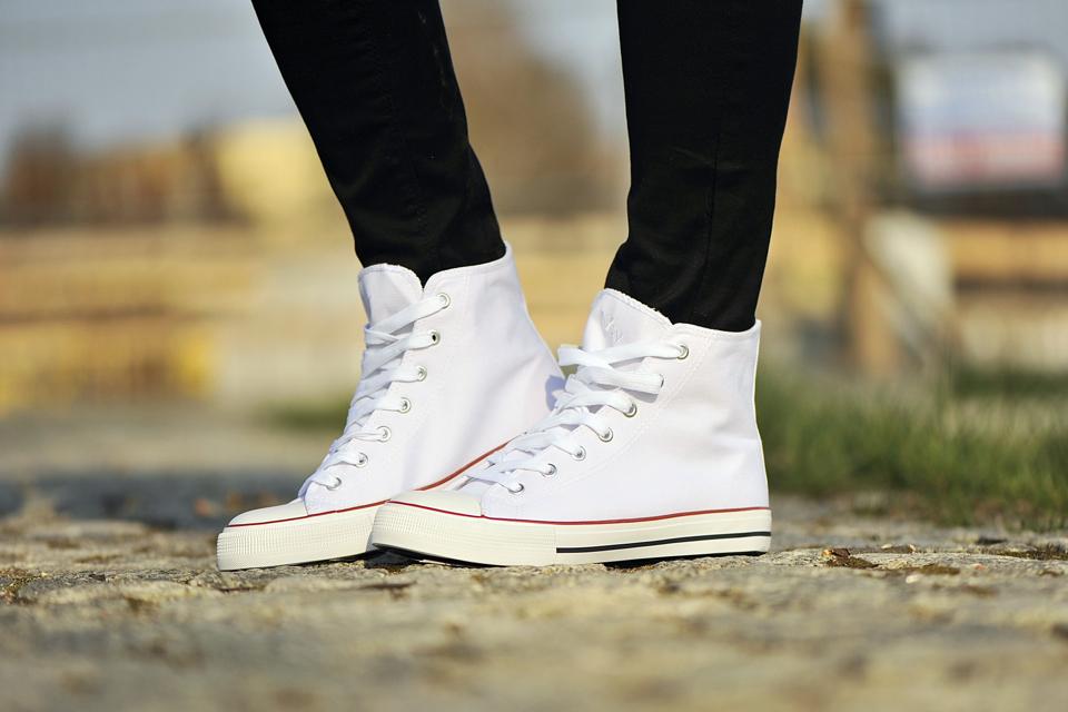 białe-trampki