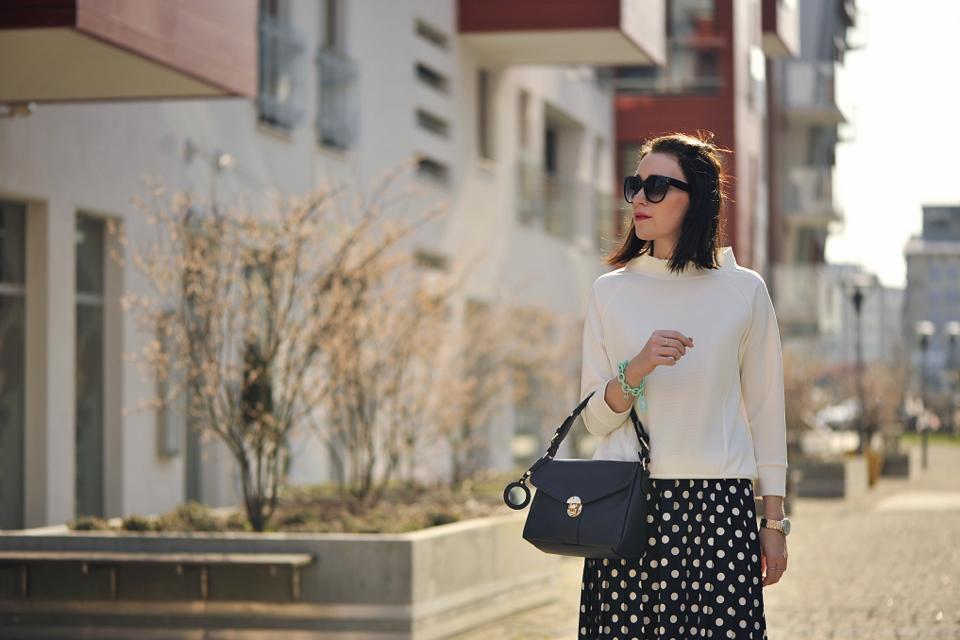 biała-bluzka-stylizacja
