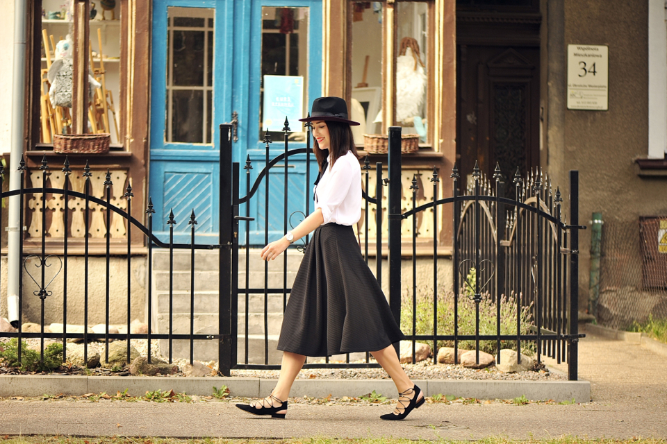 black-bow-blouse-street-fashion