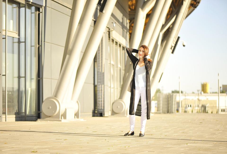 white-pants-street-fashion