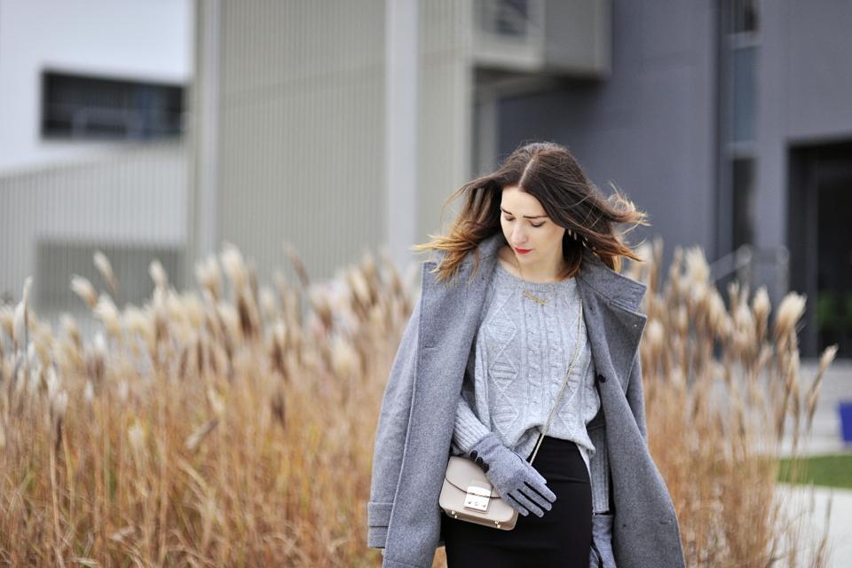 jak nosić za duży sweter