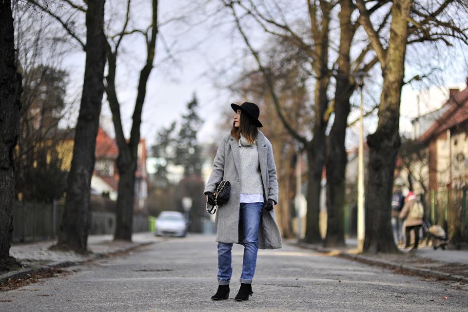 szeroki-sweter-jak-nośić
