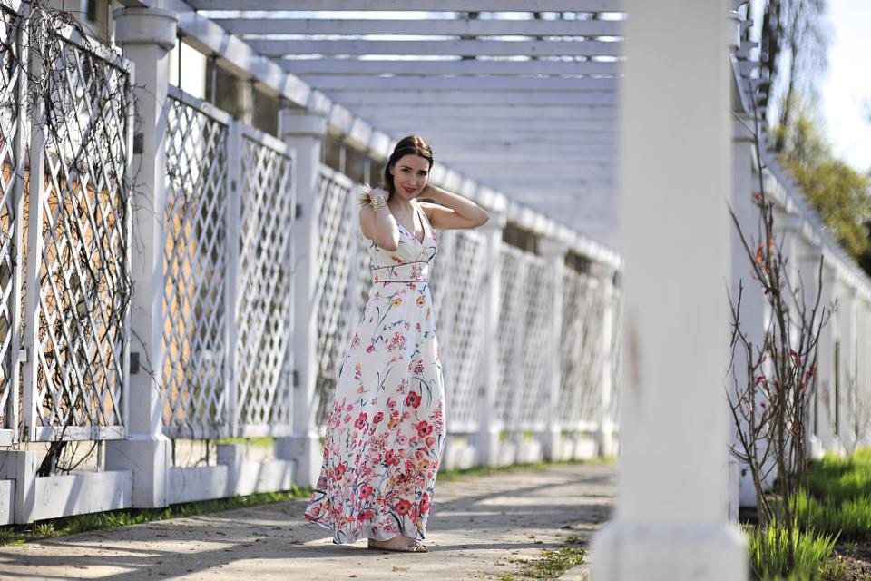 długa sukienka jak nosić