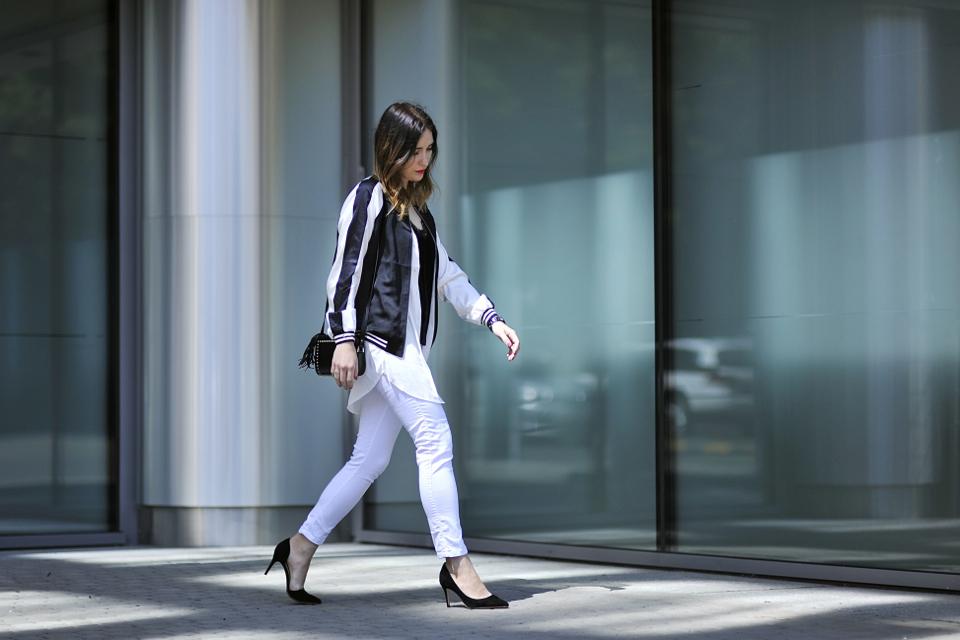 białe spodnie z czym nosić