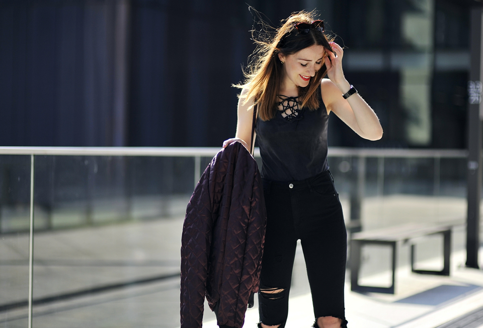 podarte-spodnie-jak-nosić