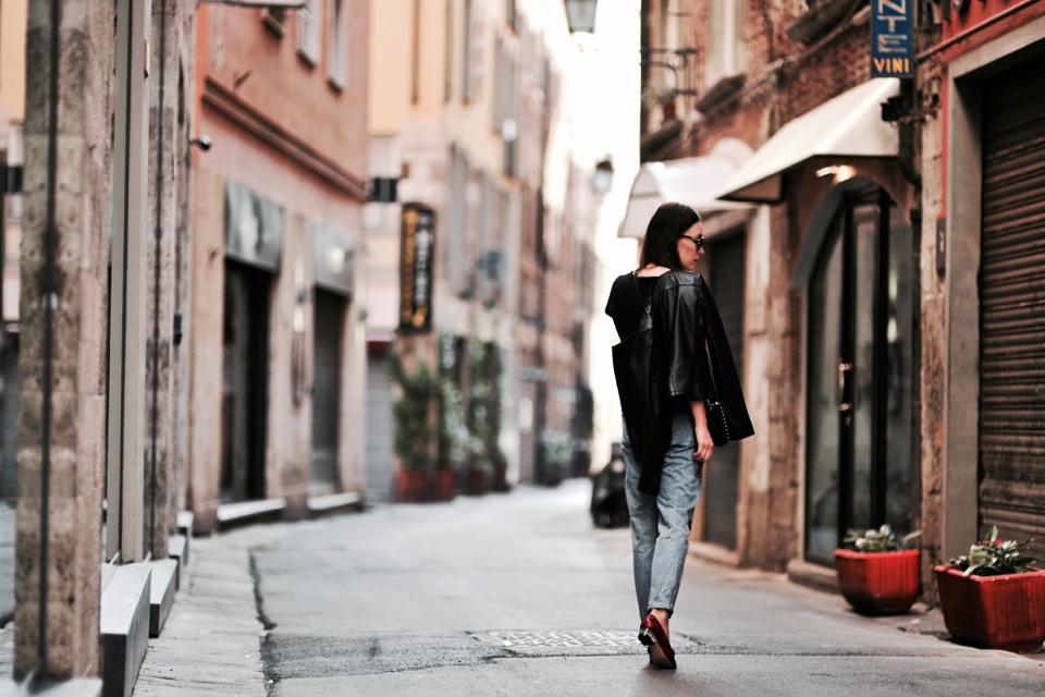 jeansy-z-naszywkami-stylizacja