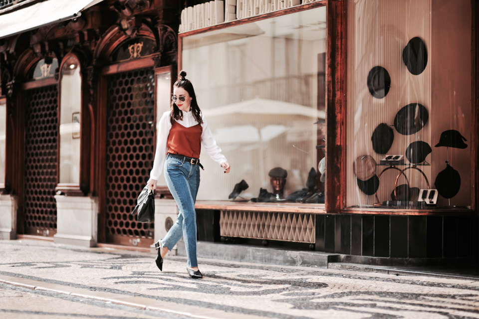 jeansy-z-łączonych-kolorów-stylizacja-vetements