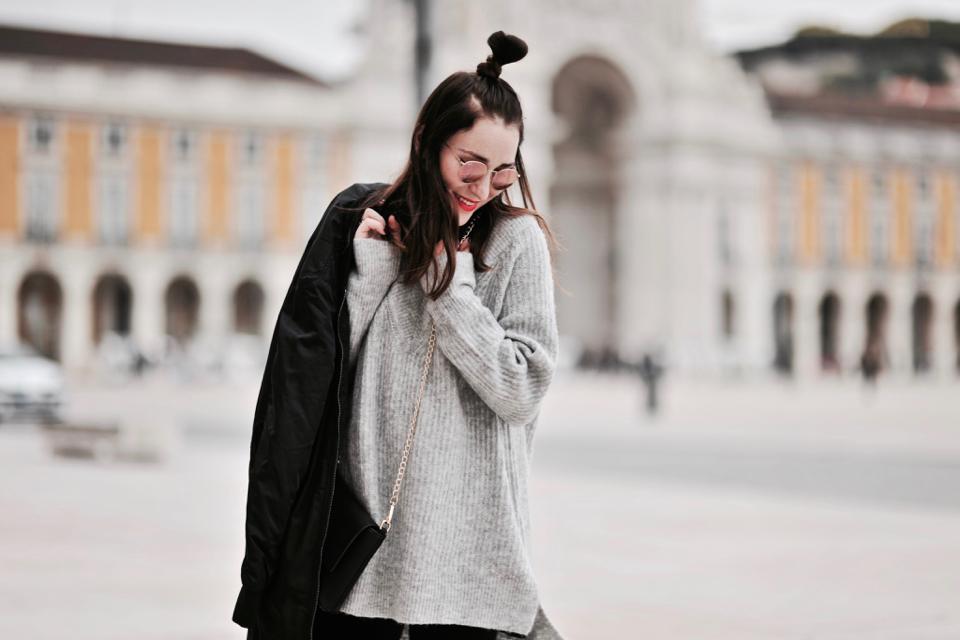 szary-oversizowy-sweter-stylizacja