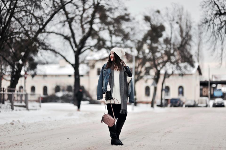 jeansowa-kurtka-z-kożuchem-stylizacja