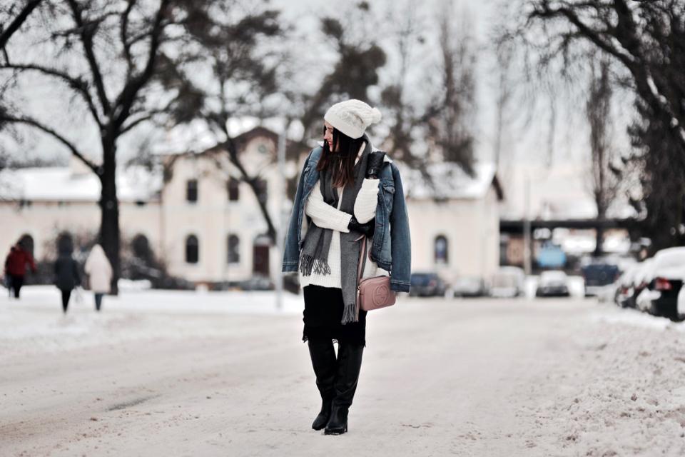 jak-nosić-jeansową-kurtkę-z-kożuszkiem