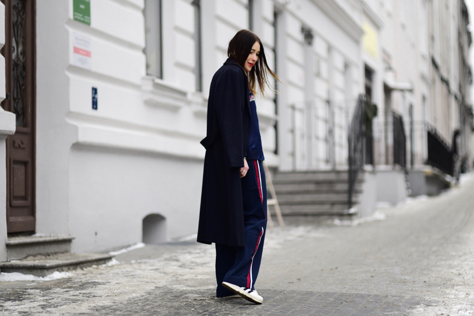 wide leg trousers with side stripe outfit street style