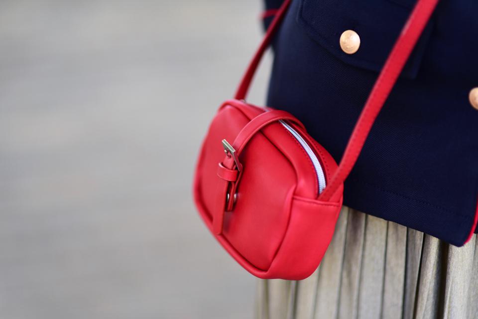 czerwona-torebka-stylizacja-do-czego-nosić