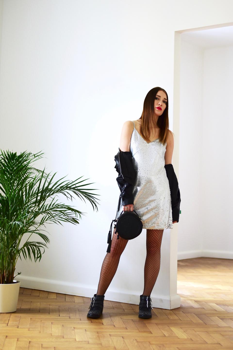 -czy-można-nosić-skórzaną-ramoneskę-do-sukienki