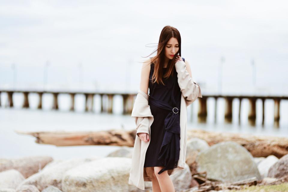 trencz-do-sukienki-jak-nosić-stylizacja