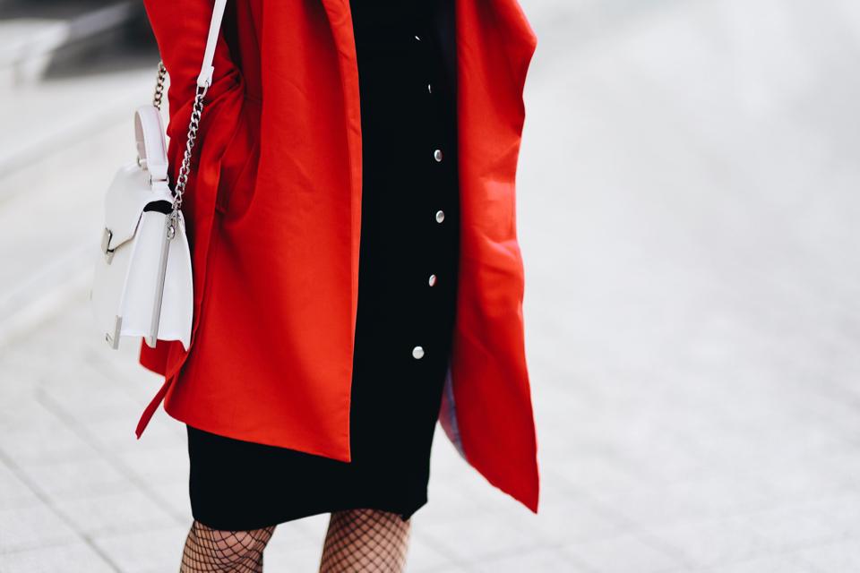 czarna-ołówkowa-sukienka-jak-nosić-stylizacja