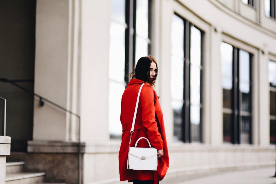 czerwony-trencz-stylizacja