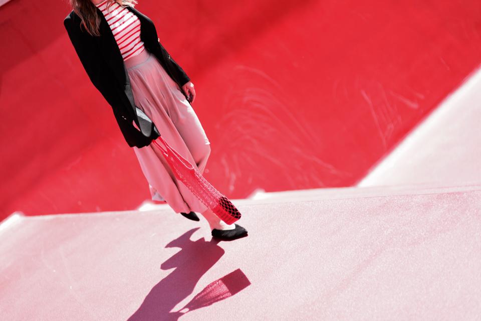 pleciona-torba-z-prl-stylizacja-net-bag-outfit