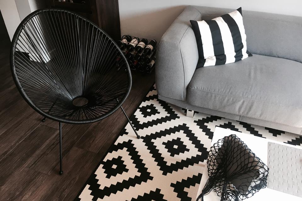 ubberup-krzesło-ze-sznurków-jysk-w-salonie