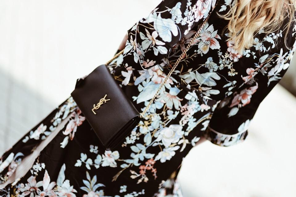 kimono w kwiaty stylizacja