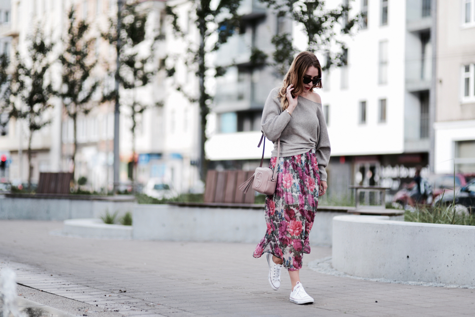 sweter oversize i spódnica stylizacja