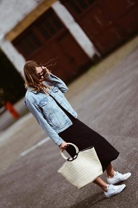 jeansowa-katana-i-sukienka-jak-nosić-czy-pasuje