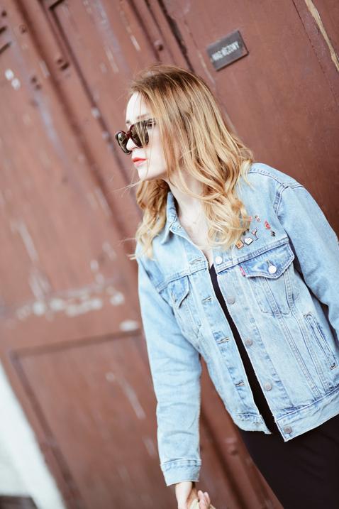 jeansowa-kurtka-jak-nosić-do-czego-nosić-stylizacja