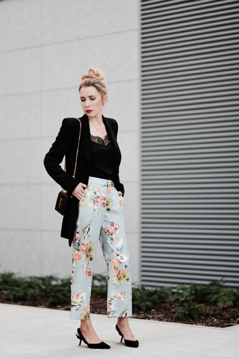 floral-print-pants-street-style-street-fashion-outfit-idea
