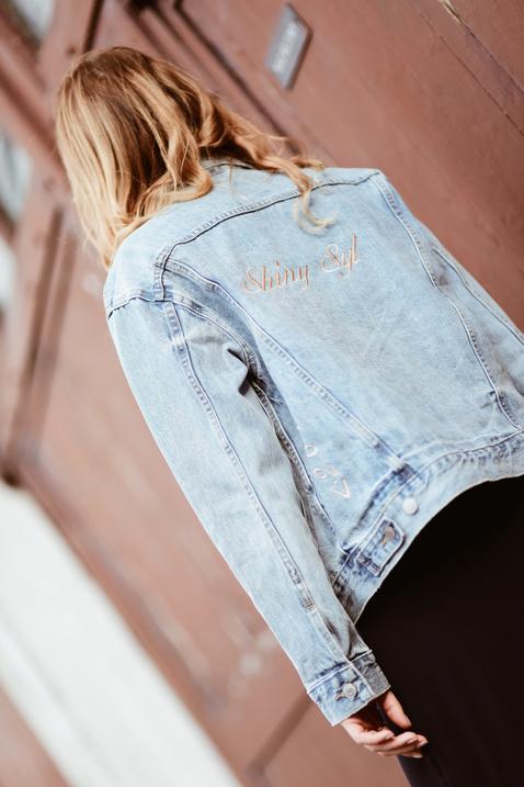 jeansowa-kurtka-do-sukienki-stylizacje