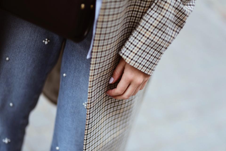 płaszcz w kratę hm trend stylizacja