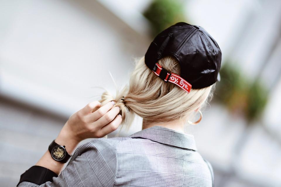 czapka-z-daszkiem-do-marynarki-stylizacja