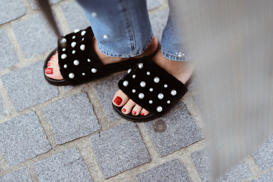 slippers-with-pearls-outfit-street-style