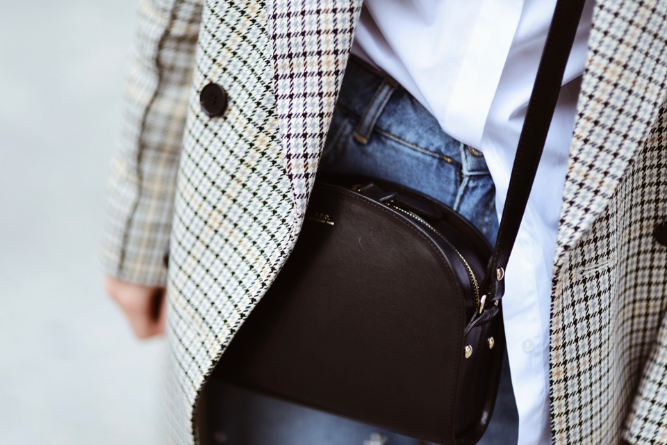 apc-paris-half-moon-bag-outfit-street-style-outfit