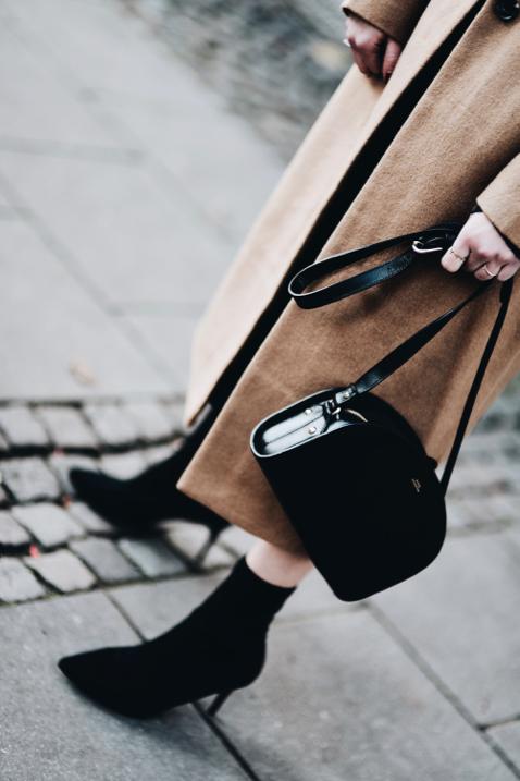 botki-ze-skarpetkową-cholewką-stylizacja-jak-nosić