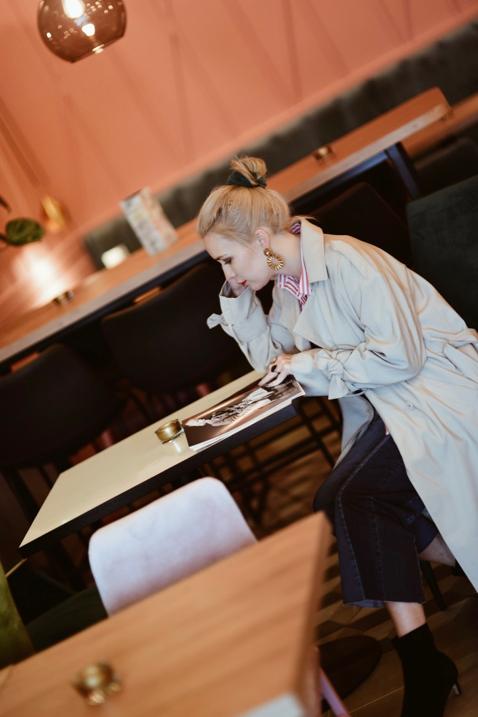 restauracja-pobrzegi-gdańsk-różowe-ściany-welurowe-kanapy
