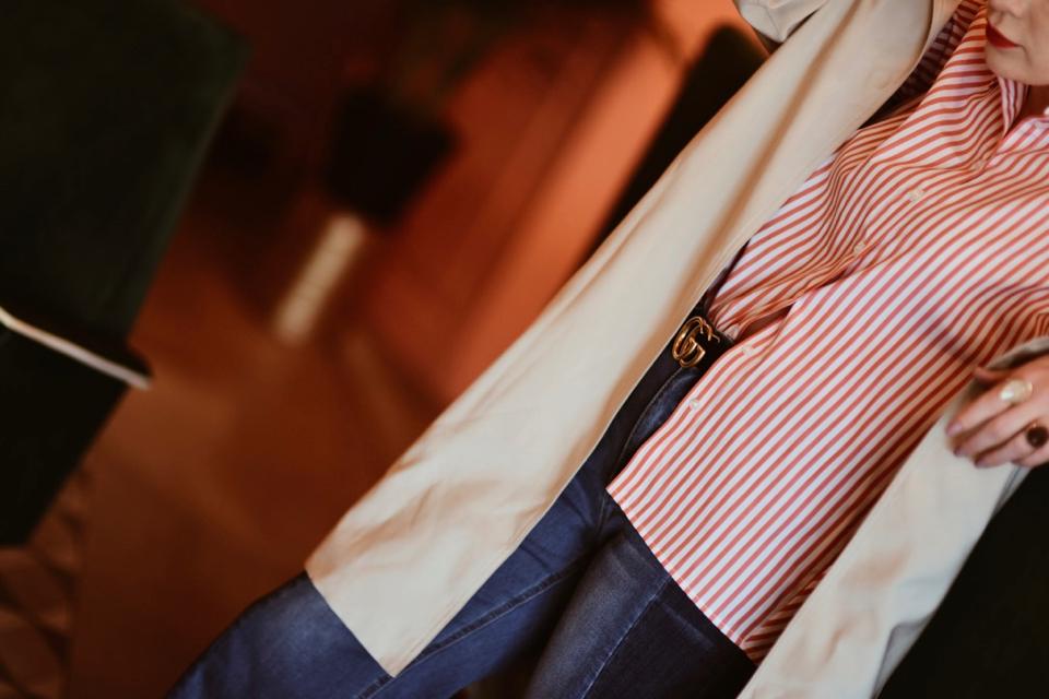 jeansowe-kuloty-koszula-w-paski-pasek-gucci-stylizacja