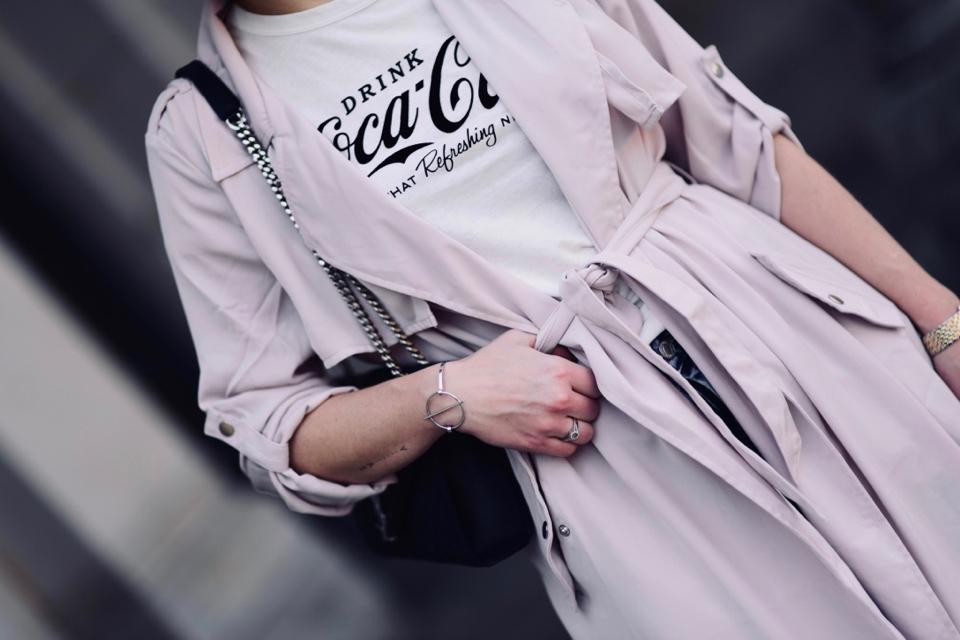 bluzka-z-napisem-coca-cola-gdzie-kupic-stylizacja-tally-weijl