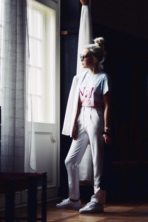 garnitur-damski-jak-nosić-garnitur-w-białym-kolorze-do-czego-nosić-jakie-buty-do-białego-garnituru