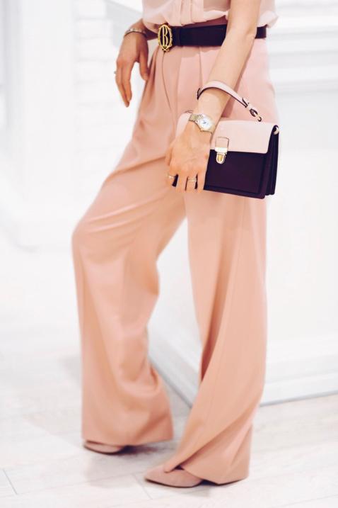 monochromatyczna-stylizacja-w-kolorze-różowym-pastele-w-stylizacji-jak-nosić-pastele