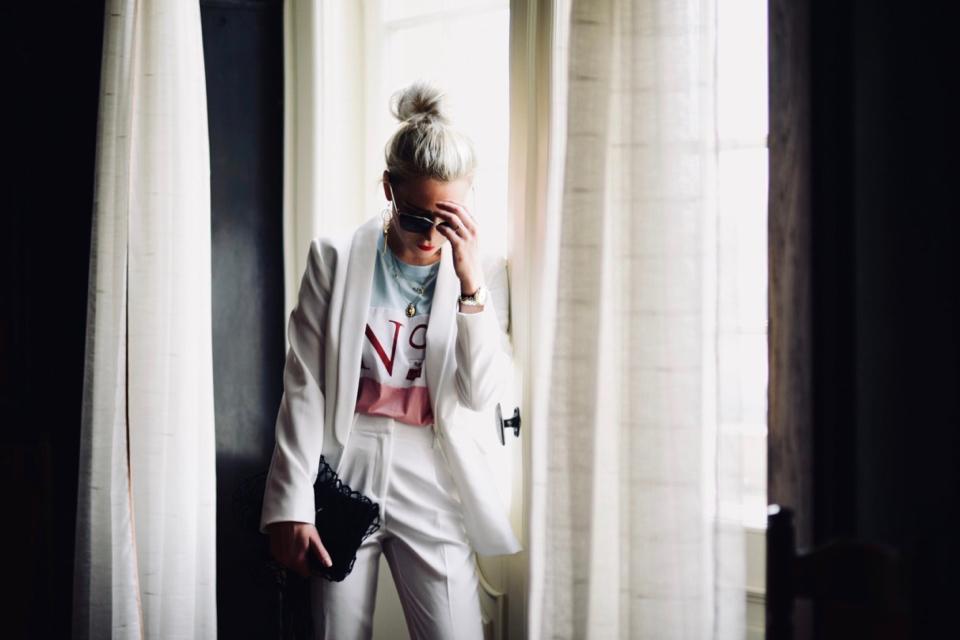 damski-garnitur-na-co-dzień-na-sportowo-stylizacja