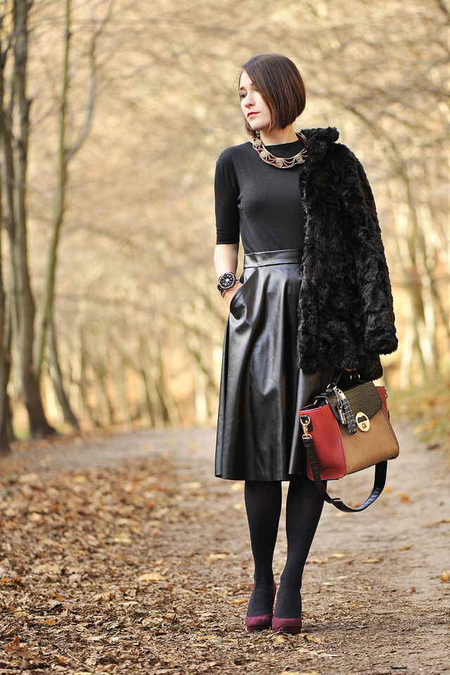 1 blog_o_modzie_shinysyl_czarna skórzana spódnica