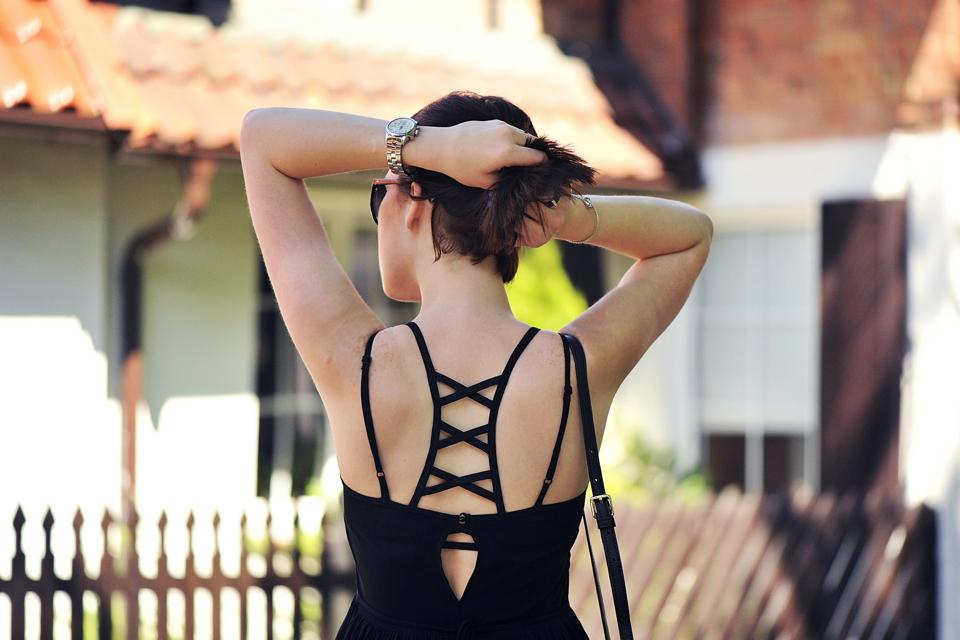 czarna-sukienka-z-koronką