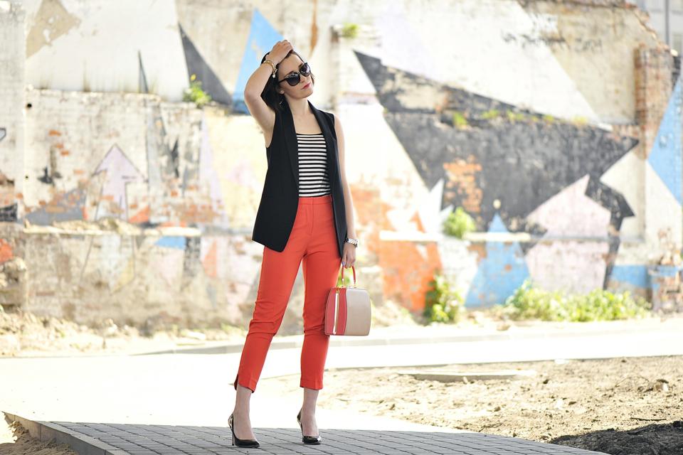 pomarańczowe-spodnie-stylizacja