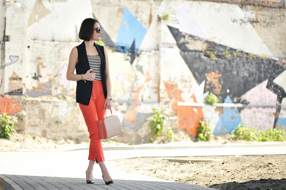 pomarańczowe-spodnie-do-czego-założyć