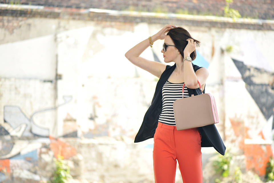 pomarańczowe-spodnie-stylizacje